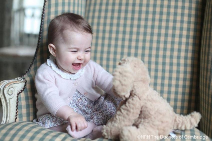 Model Gaun Pesta Anak yang Dipakai Putri Charlotte