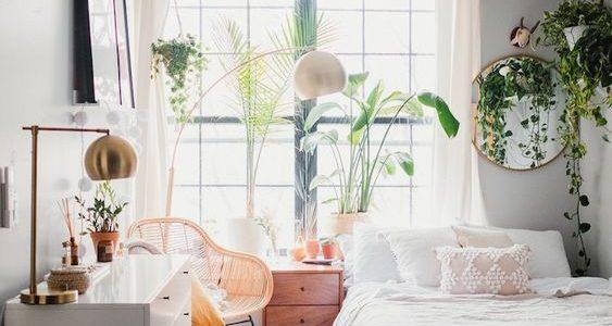 Tips Mendekor Kamar Kos Berdinding Putih